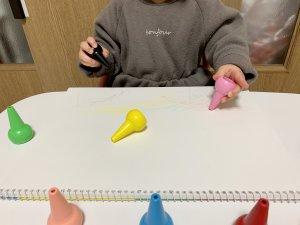 クレヨン,赤ちゃん,1歳,1歳半,ベビーコロール,安心,安全,水で落ちる,壁,描いても落ちる,折れにくい,手が汚れない
